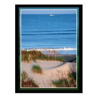 Fischerboot nahe dem Horizont Postkarte