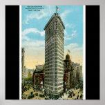 Flaches Eisen-Gebäude. Broadway und fünfte Allee.  Poster