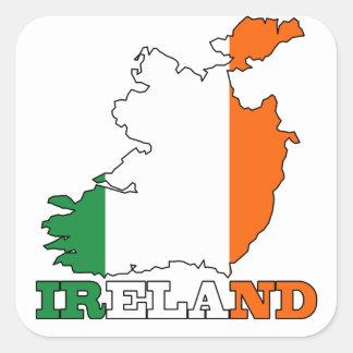 Flagge in der Karte von Irland Quadrat-Aufkleber