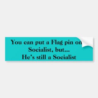 Flaggen-Button auf einem sozialistischen Autoaufkleber