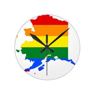 Flaggen-Karte Alaskas LGBT Runde Wanduhr