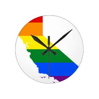 Flaggen-Karte Kaliforniens LGBT Runde Wanduhr