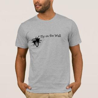 Fliege auf dem Wand T-Shirt