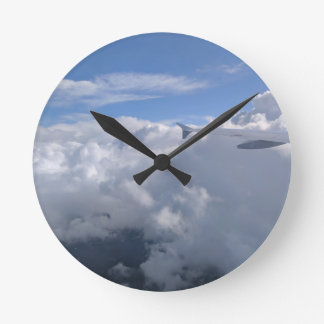Fliege weg runde wanduhr