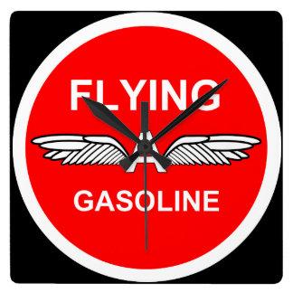 Fliegen eines Benzins Quadratische Wanduhr