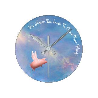 Fliegen-Schwein - wachsen Sie Ihre Flügel Runde Wanduhr