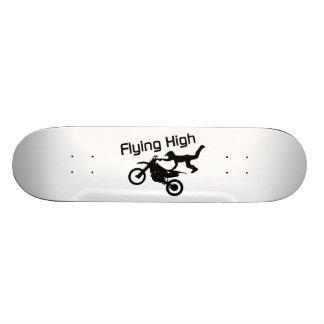 Fliegende hohe Schmutz-Fahrrad-Bremsung Skateboardbretter