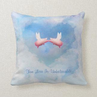 Fliegende Schwein-Kuss-Wahre Liebe ist Kissen