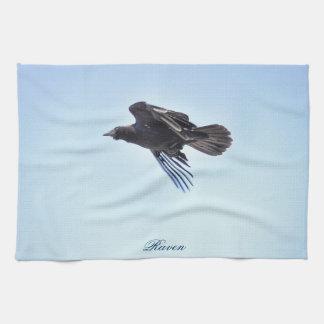 Fliegender Rabe Foto-dem Entwurf in des blauen Handtuch