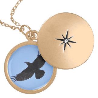 Fliegender schwarzer Rabe Corvid Krähe-Liebhaber Runde Medaillon Halskette