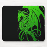 Fliegender Stammes- Drache - Grün auf Schwarzem Mousepads