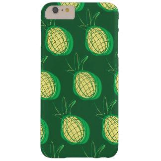 Flippige Ananas auf grünem Hintergrund Barely There iPhone 6 Plus Hülle