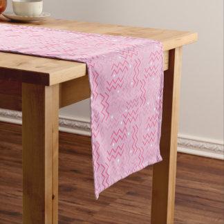 Flippiger Pastellrosa-Memphis-Entwurf Kurzer Tischläufer