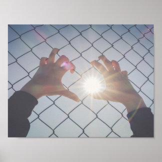 Flüchtlingshände auf Zaun Poster