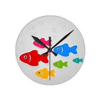 Flug von fishes3 runde wanduhr
