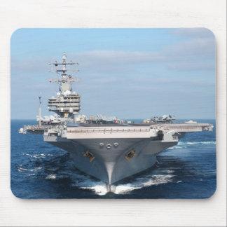 Flugzeugträger an der Seemausunterlage Mousepads