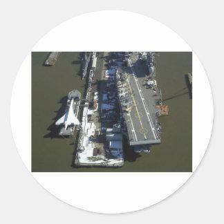 Flugzeugträger furchtloses New York City Runder Aufkleber