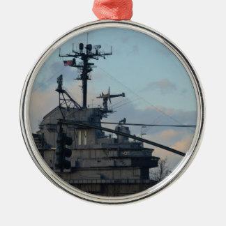 Flugzeugträger in New York Rundes Silberfarbenes Ornament
