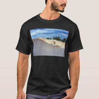 Fluss, der Gezeiten- Bohrung sieben Geister surft T-Shirt