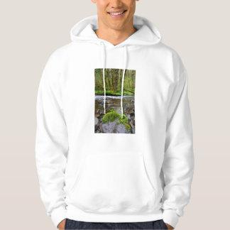 Fluss im grünen Wald, Oregon Hoodie