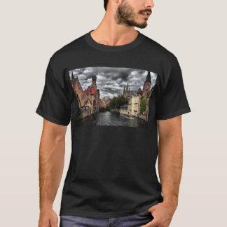 Fluss in Brügge-Stadt, Belguim T-Shirt