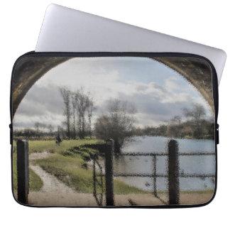 Fluss-Landschaft Laptopschutzhülle