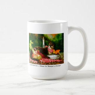 Fluss-Otter dringt Picknick-Verbreitung ein Kaffeetasse