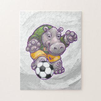 Flusspferd, das Fußball spielt Puzzle
