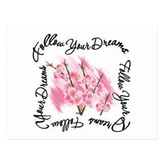 Folgen Sie Ihren Traum-rosa Blumen Postkarte
