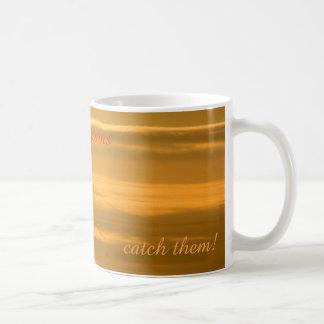 Folgen Sie nicht Ihren Träumen - FANGEN Sie sie! Kaffeetasse