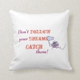 Folgen Sie nicht Ihren Träumen - FANGEN Sie sie! Kissen