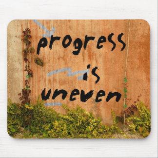 Fortschritt ist, Graffiti-Slogan auf Wand ungleich Mousepad