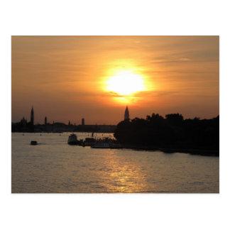 Foto des drastischen Sonnenuntergangs in Venedig Postkarte