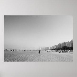 Foto Vater und Sohn im Strand - Schwarzweiß Poster