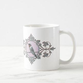 Fotografie des Kolibris, des Friedens und der Kaffeetasse