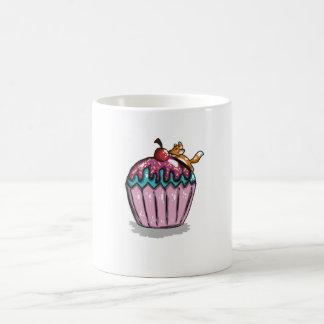 Fox auf einem kleinen Kuchen Kaffeetasse