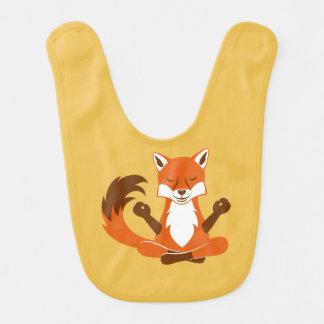 Fox in einer Yogahaltung Lätzchen