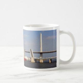 Frachter und Toledo-Veterane Skyway Kaffeetasse