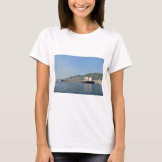 Frachtschiff, das Gibraltar kommt T-Shirt