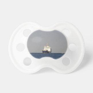 Frachtschiff Zefyros im Abstand Schnuller