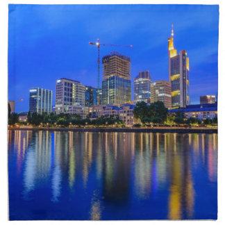Frankfurt-Skyline an der Dämmerung Serviette