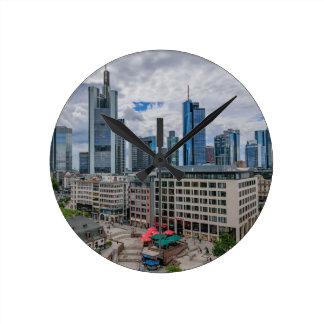 Frankfurt-Skyline Runde Wanduhr