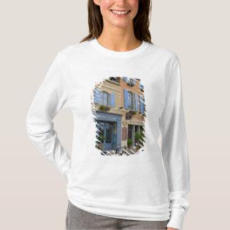 Frankreich, Arles, Provence, Hotel und Restaurant T-Shirt