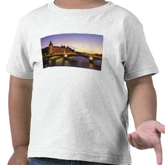 Frankreich, Paris, Fluss die Seine und Shirts