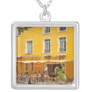 Frankreich, Provence, Moustiers-Suite-Marie. Versilberte Kette