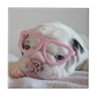 Französische Bulldogge in den Herz-Gläsern Fliese
