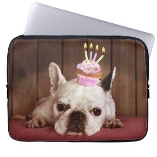 Französische Bulldogge mit Geburtstags-kleinem Laptopschutzhülle