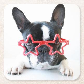 Französische Bulldogge mit roten Stern-Gläsern Rechteckiger Pappuntersetzer