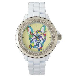 Französische Bulldoggen-Welpe auf Rosen Uhren