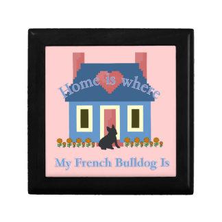 Französische Bulldoggen-Zuhause ist Geschenkbox